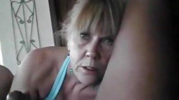 Blondinen dansk sex film gratis og brunetten satte et slør med strømper og begyndte at behage sig selv