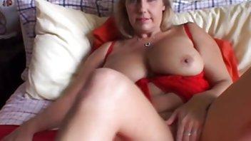 Pikaper modne kvinder sexfilm mødte en blondine og viste hende en cool pik